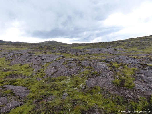 Island - Lavafeld auf dem Weg zum Vulkan