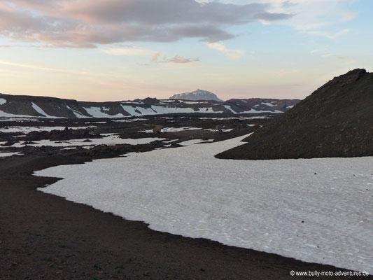 Island - Askja-Krater - Herðubreið am Horizont