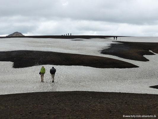 Island - Laugavegur - Schneefelder
