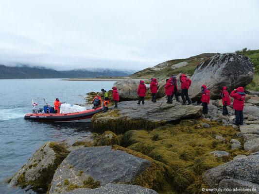 Grönland - Besteigen des Zodiac
