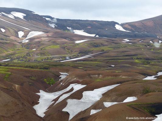 Island - Laugavegur - Etappe 2 - Hrafntinnusker nach Álftavatn - Hütte Hrafntinnusker im Hintergrund