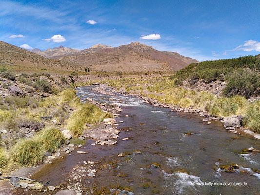 Argentinien - Fluss bei der Laguna de la Niña Encantada