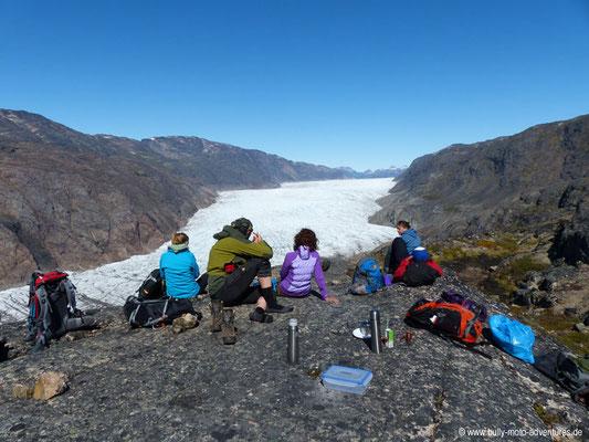 Grönland - Picknick mit Panoramablick auf den Gletscher Kiattuut Sermiat
