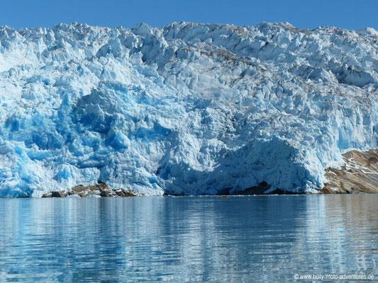 Qalerallit Gletscher mit Kajakfahrer