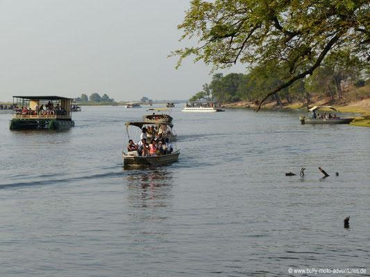 Botswana - Chobe Nationalpark - Boote auf dem Chobe River