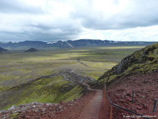 Island - Inside the Volcano - Blick vom Vulkan auf das moosbedeckte Lavafeld