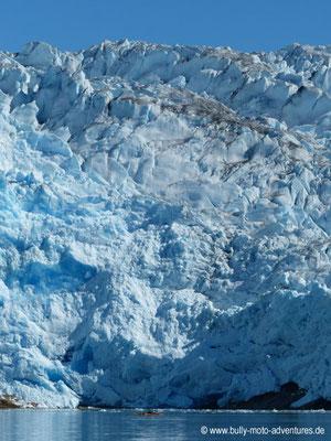 Grönland - Gletscher Qalerallit mit Kajakfahrer