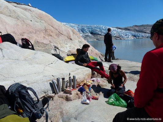 Grönland - Picknick am Rande des Gletschers Qalerallit