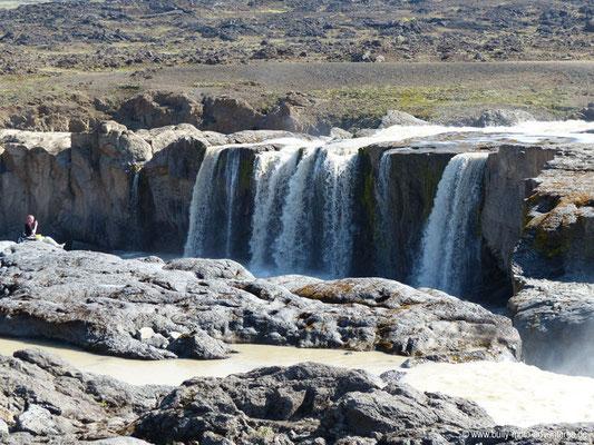 Island - Wasserfall in der Nähe des Aldeyjarfoss