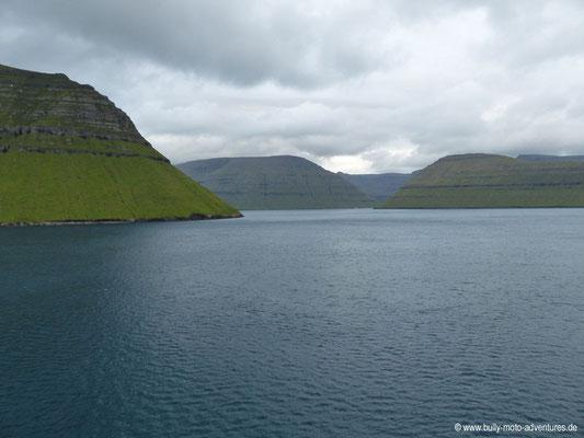 Färöer Inseln - Inseln im Norden von der Fähre aus