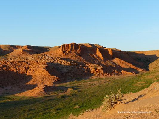 Mongolei - Felsformation Bayanzag bei Sonnenaufgang