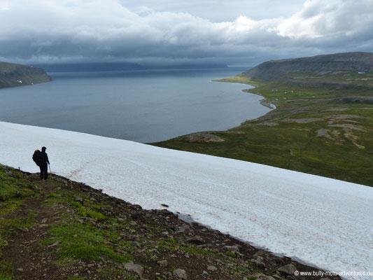 Island - Hornstrandir - Etappe 4 - Hlöðuvík nach Hesteyri - Schneefeld vor Hesteyri