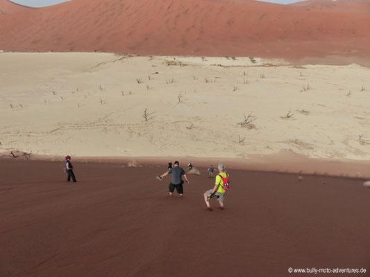 Namibia - Abstieg nach Dead Vlei