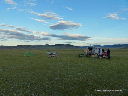 Mongolei - Zelten bei der Felsformation Taikhar Chuluu