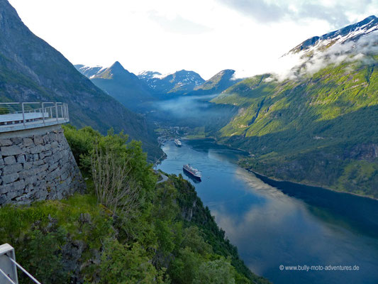 Norwegen - Landschaftsroute Geiranger-Trollstigen - Blick auf den Fjord