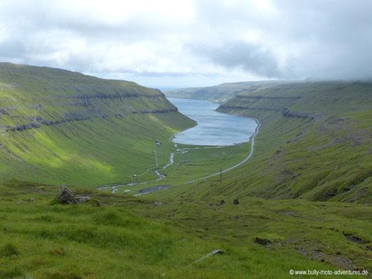 Färöer Inseln - Streymoy - Straße 10 - Blick in den Kaldbaksfjørður