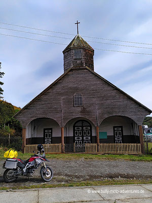 Chile - Insel Chiloé - Holzkirche in Quicaví