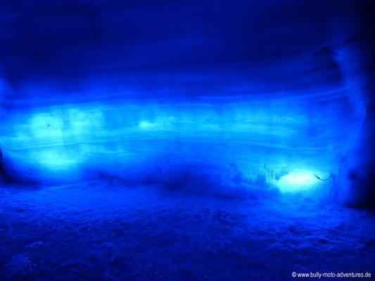 Island - Into the Glacier - Stimmungsvoll beleuchtete Wand