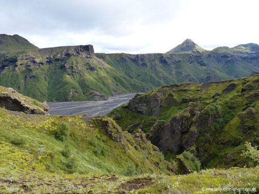 Island - Fimmvörðuháls - Etappe 1 - Básar nach Fimmvörðuskáli - Blick auf Þórsmörk