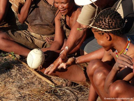 Botswana - Körperpflege mit den San