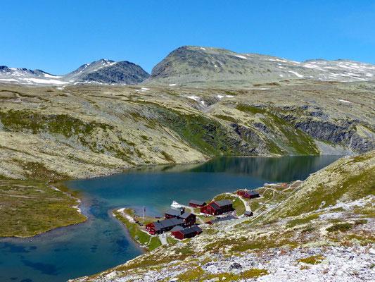 Norwegen - Rondane Nationalpark - Blick auf die Hütte Rondvassbu