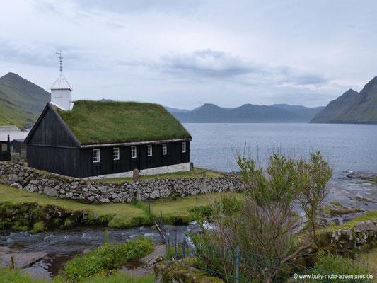 Färöer Inseln - Eysturoy - Kirche in Funningur