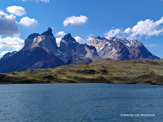 Chile - Parque Nacional Torres del Paine - W-Trek - Blick auf Cuernos del Paine und Cerro Almirante Nieto