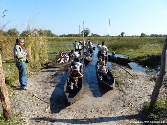Botswana - Okavango Delta - Fahrt in Mokoros