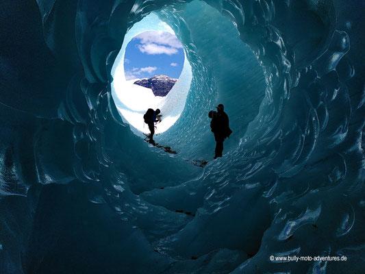 Chile - Eishöhle auf dem Gletscher Exploradores