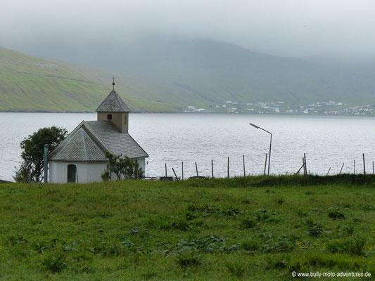 Färöer Inseln - Eysturoy - Kirche in Selatrað