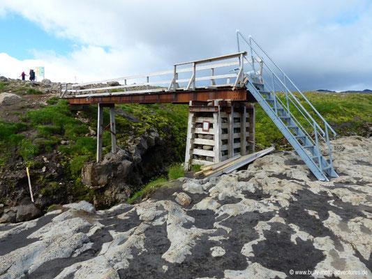 Island - Fimmvörðuháls - Etappe 2 - Fimmvörðuskáli nach Skógafoss - Fußgängerbrücke