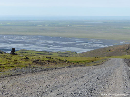 Island - Bergstraße hinter dem Seljalandsfoss