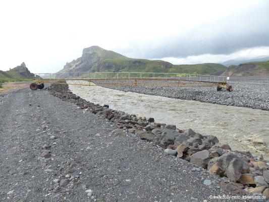 Island - Laugavegur - Etappe 4 - Emstrur nach Þórsmörk - Þórsmörk - Mobile Brücke über den Fluss Krossá