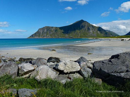Norwegen - Straße E10 - Landschaftsroute Lofoten - Strand in Flakstad