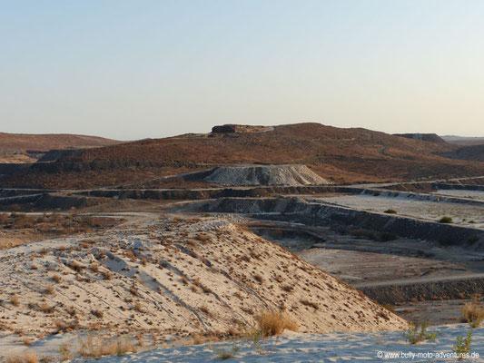Namibia - Blick von einer Abraumhalde in Uis
