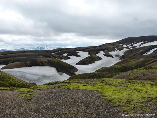 Island - Laugavegur - schneebedeckte Hänge