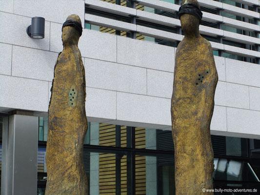 Irland - Denkmal vor Kilmainham Gaol - Dublin - Co. Dublin