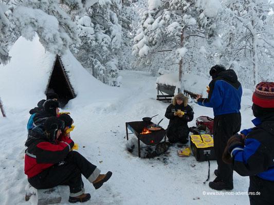 Finnland - Lappland - Auf Husky-Safari - Mittagspause