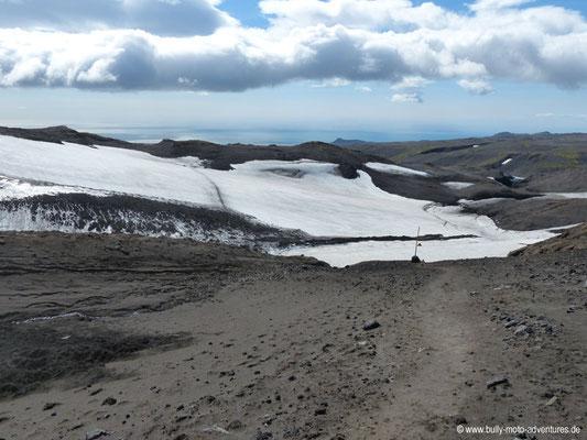 Island - Fimmvörðuháls - Fimmvörðuskáli - Blick ins Tal