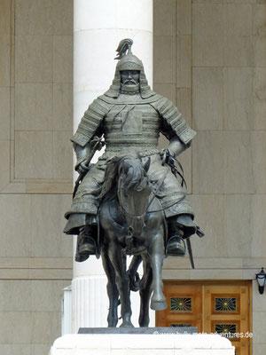 Mongolei - Ulaanbaatar - Sükhbaatar Platz - Statue