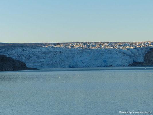 Grönland -  Zeltcamp im Fjord Qalerallit Imaa - Blick auf den Gletscher Qalerallit