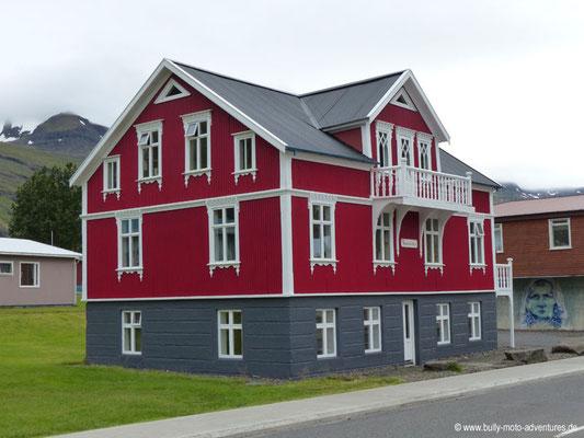 Island - Seyðisfjörður - Holzhaus