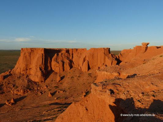 Mongolei - Felsformation Bayanzag bei Sonnenuntergang