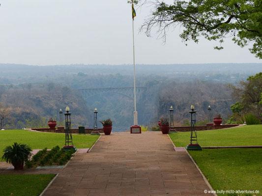 Simbabwe - Victoria Falls Hotel - Blick auf Victoria Falls Bridge