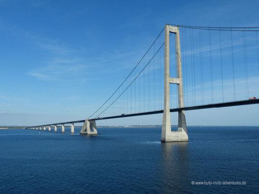 Blick auf die Storebæltbrücke in Dänemark