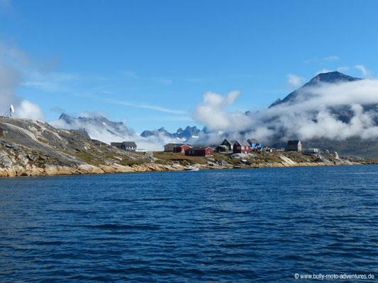 Grönland - Tasermiut Fjord - Fahrt von Nanortalik nach Tasiusaq - Blick auf Tasiusaq