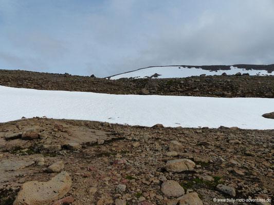 Island - Hornstrandir - Schneefelder