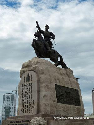 Mongolei - Ulaanbaatar - Sükhbaatar Platz - Sükhbaatar Statue