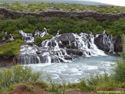 Island - Wasserfall Hraunfossar