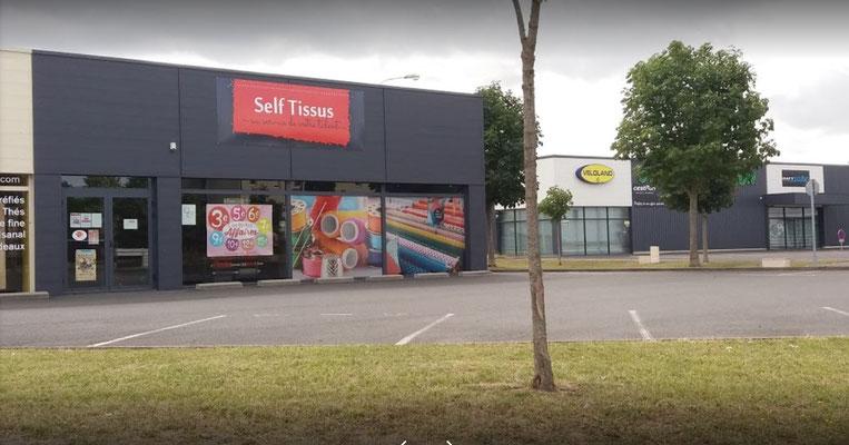 magasin self tissus à Distré
